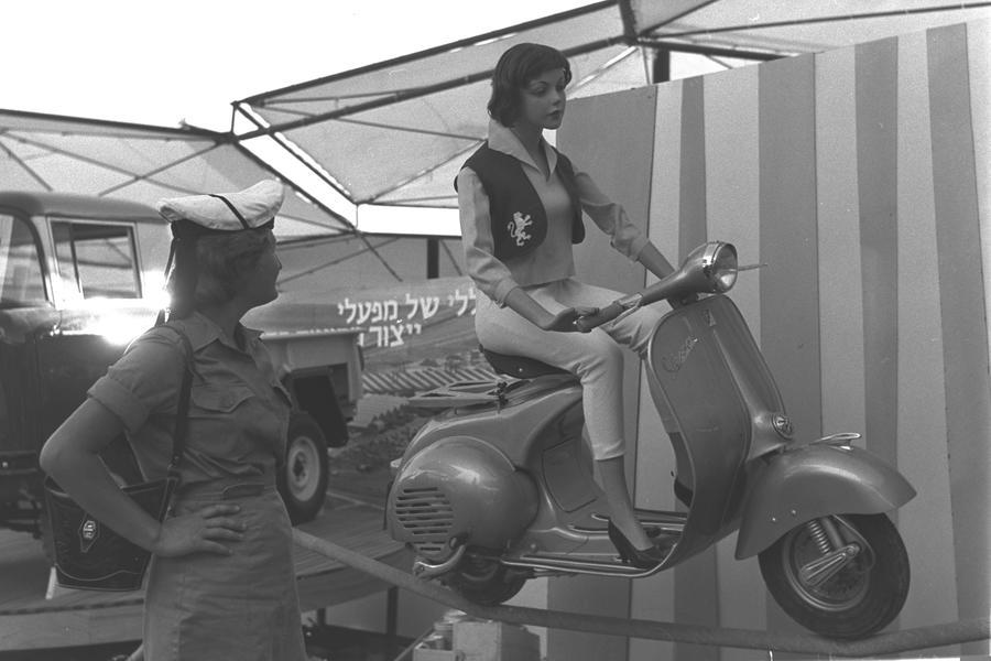 """קטנוע וספה תוצרת ישראל. צילום: משה פרידן, לע""""מ"""