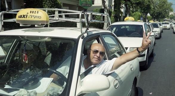 מונית מיצובישי סופר לנסר