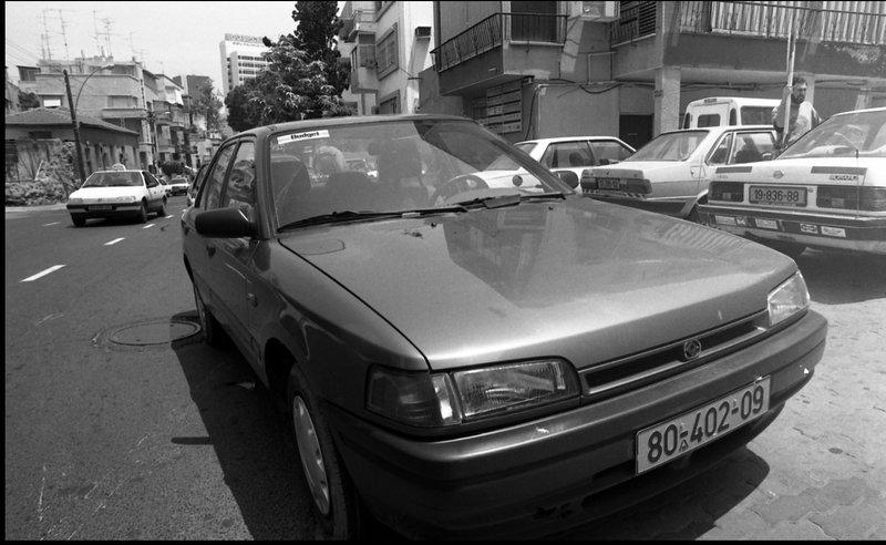 מאזדה 323 השכרת רכב